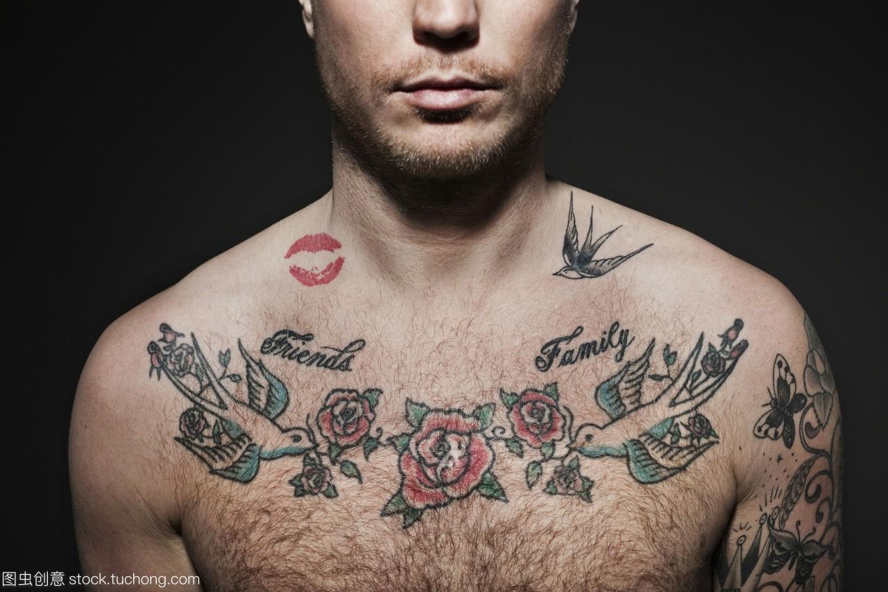 男士胸前纹身